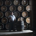 Enrique Fonseca en la sala de barriles de Destilería Tequileña (hi-res JPEG)