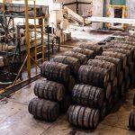 Área de trabajo en la Destilería El Ranchito (hi-res JPEG)